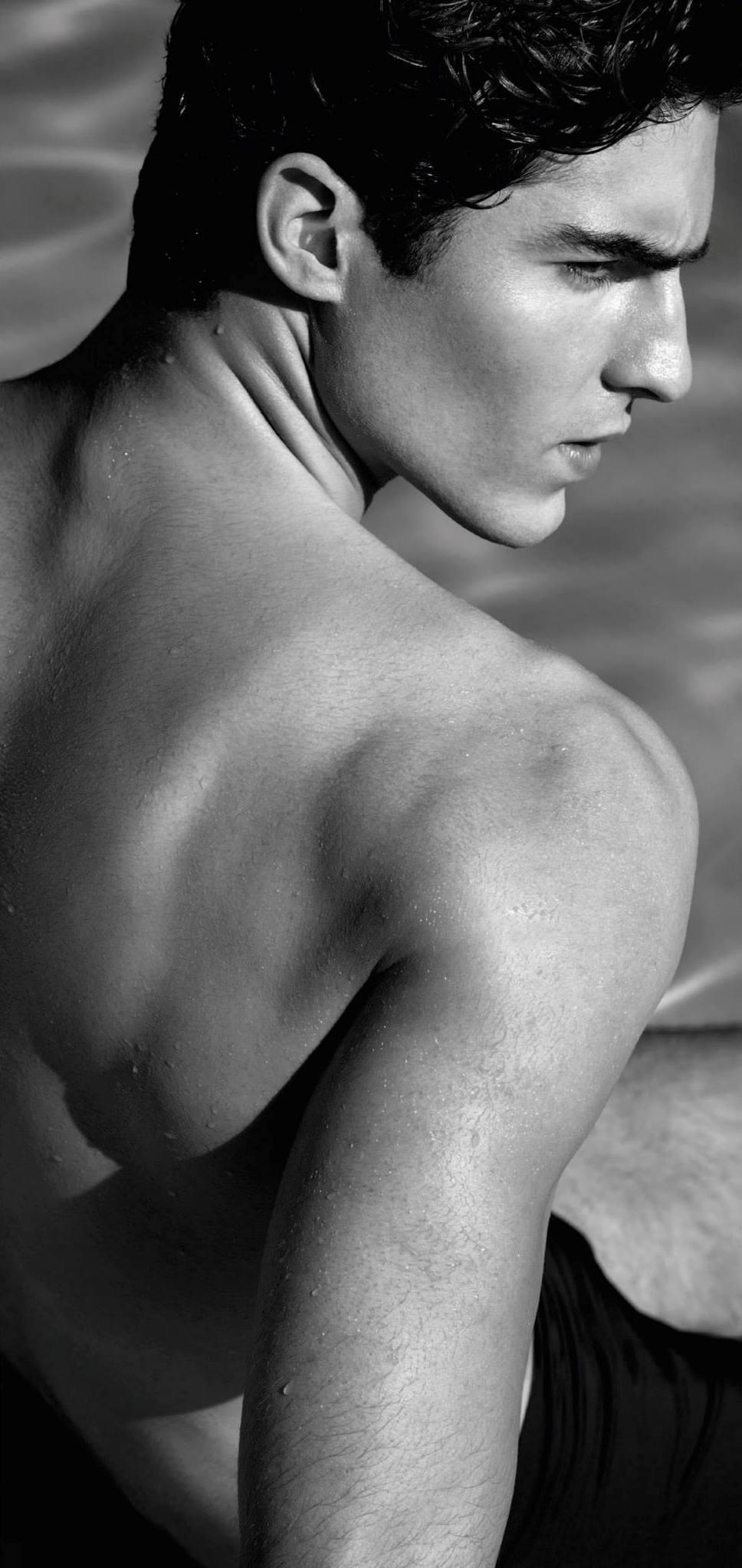 Germaine de Capuccini Pflegeprodukte. For Men, speziell für die Bedürfnisse der Männerhaut entwickelt. Anti-Aging- und Feuchtigkeits-Pflege, Reinigung und Rasur, Anti Stress Pflege, Fragrance Parfum. Exklusiv erhältlich bei Sphinx Design Kosmetikstudio Simone Burghard in CH-8371 Busswil TG bei Wil